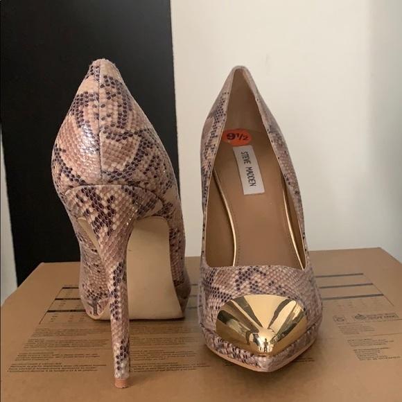 Steve Madden Grey Snakeskin Gold Heels Pumps Size US 7.5